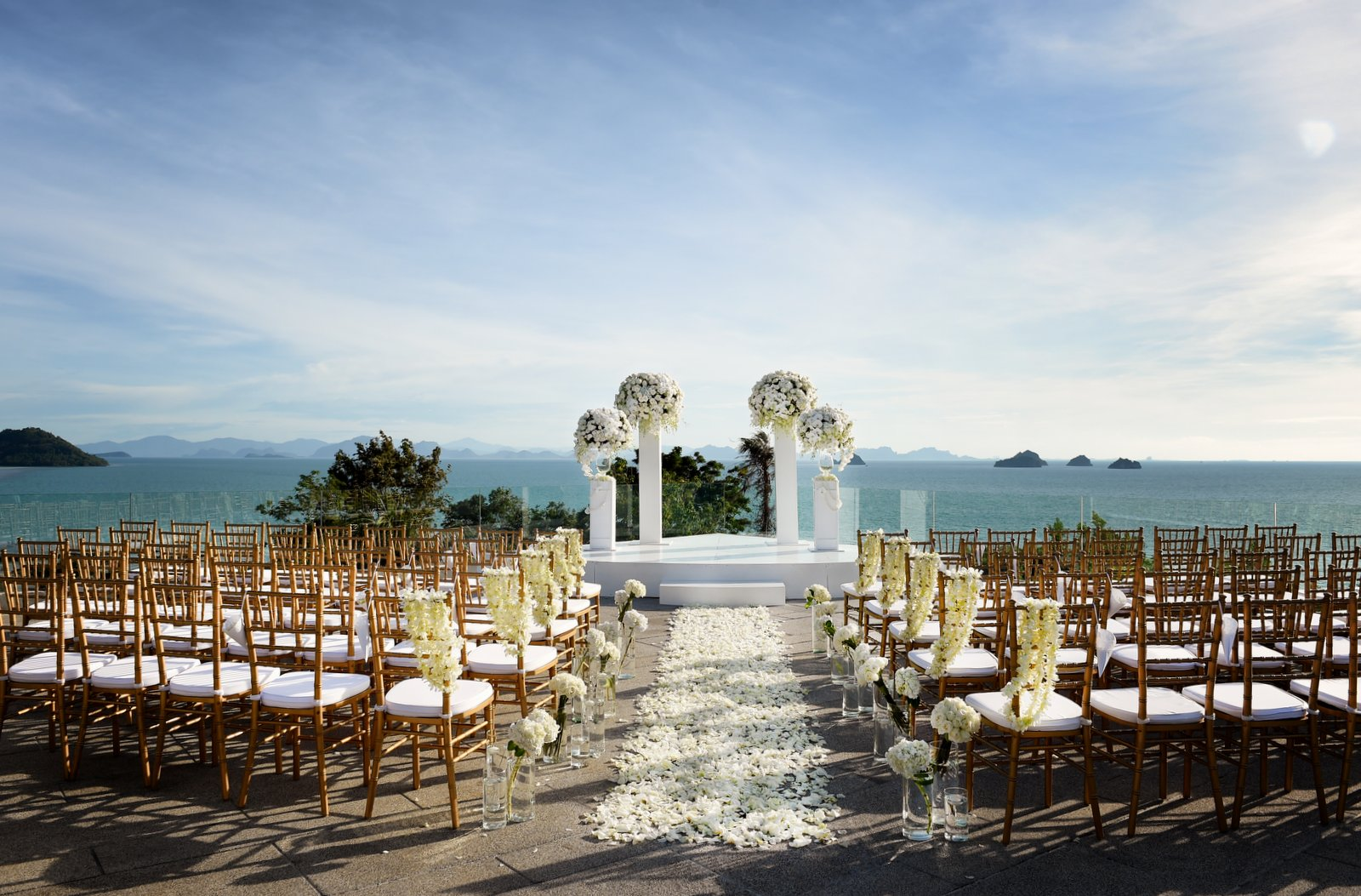 Perfect ocean view wedding ceremony setting on Samui, Thailand