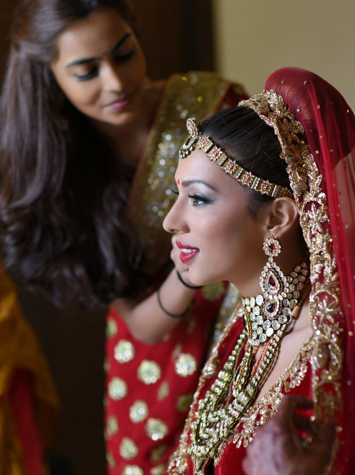 Indian bride getting ready Payal Shah Manish Malhorta